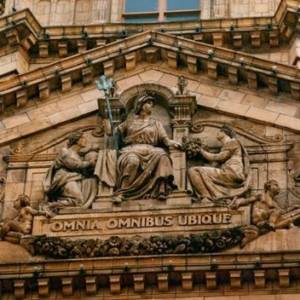 omnibus omnia ubique Harrods 300x300 - omnibus-omnia-ubique_Harrods