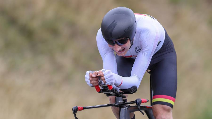 Former NZL rower, Hamish Bond winning the National Time Trial Championships