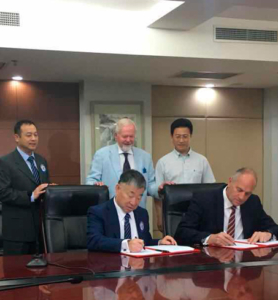 Sir Steve Redgrave at the signing with the president of Chinese Rowing Association Dr Liu Aijie